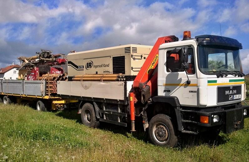 Přeprava vrtací soupravy a kompresoru