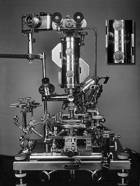Rifův prizmatický mikroskop