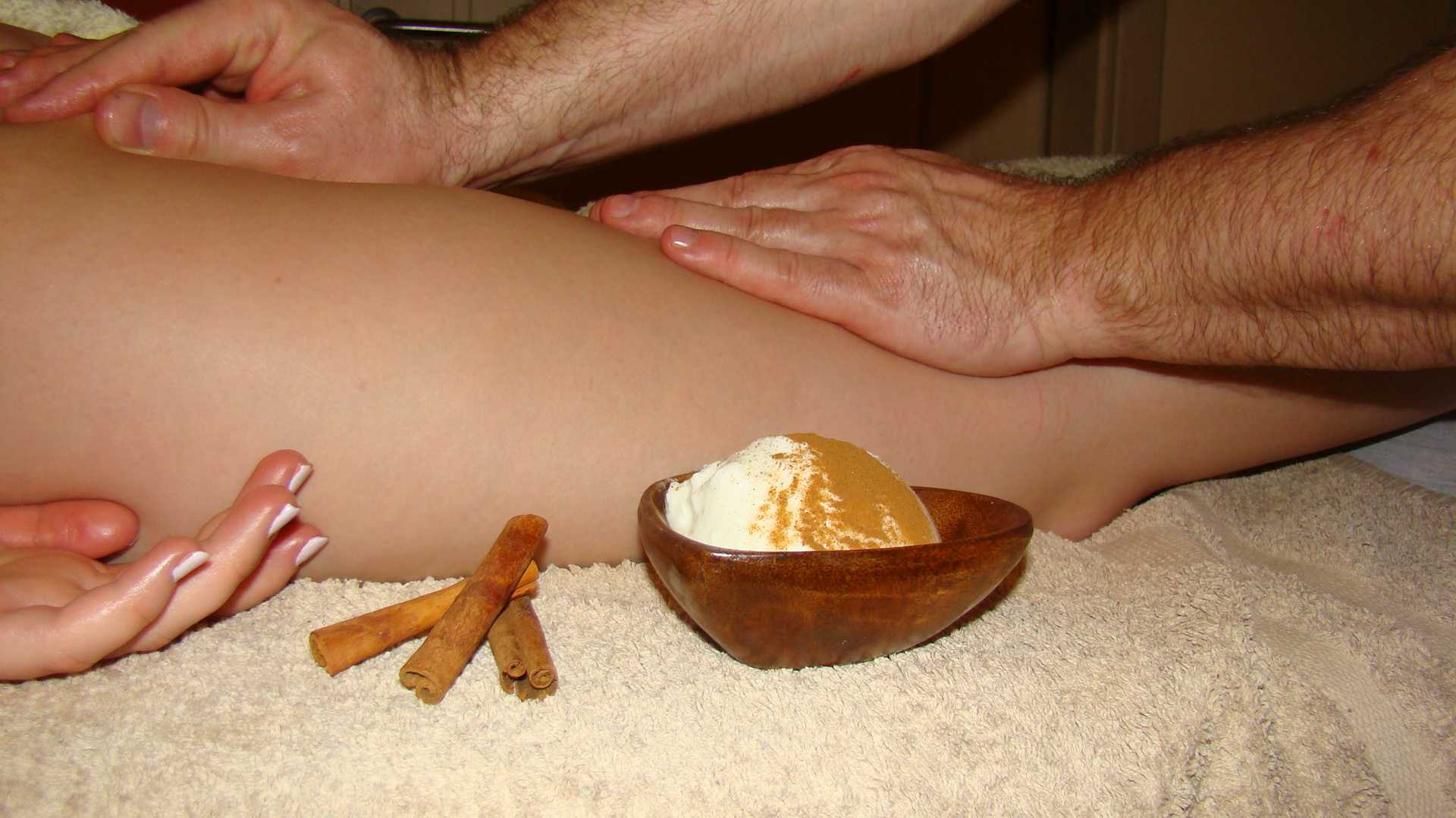 Anti-cellulite massage with wrap