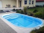 Oválný betonový bazén, plastový pvc bazén, foliový bazén