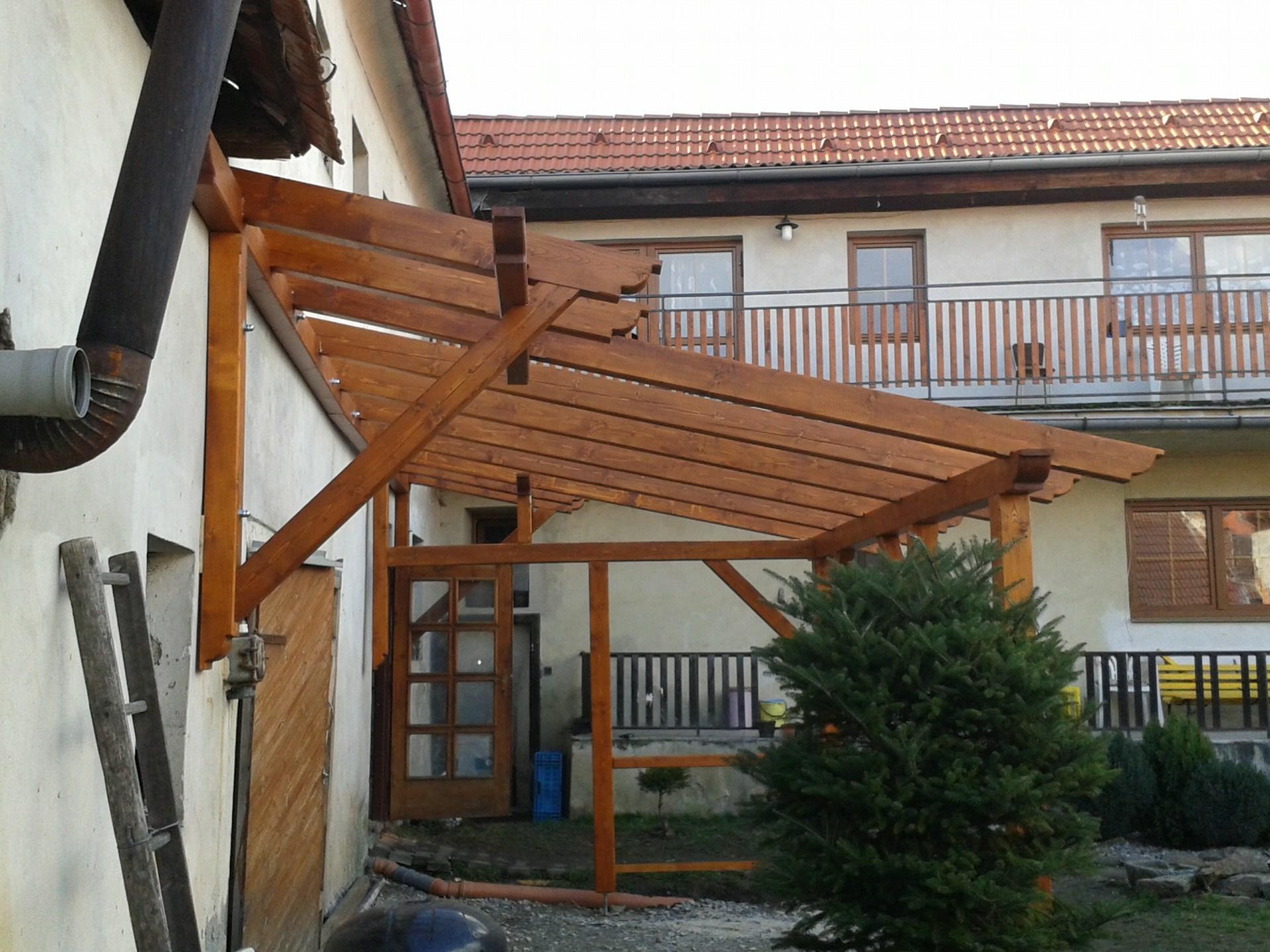 Dřevěná stříška
