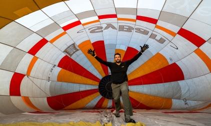 horkovzdušný balón na zemi