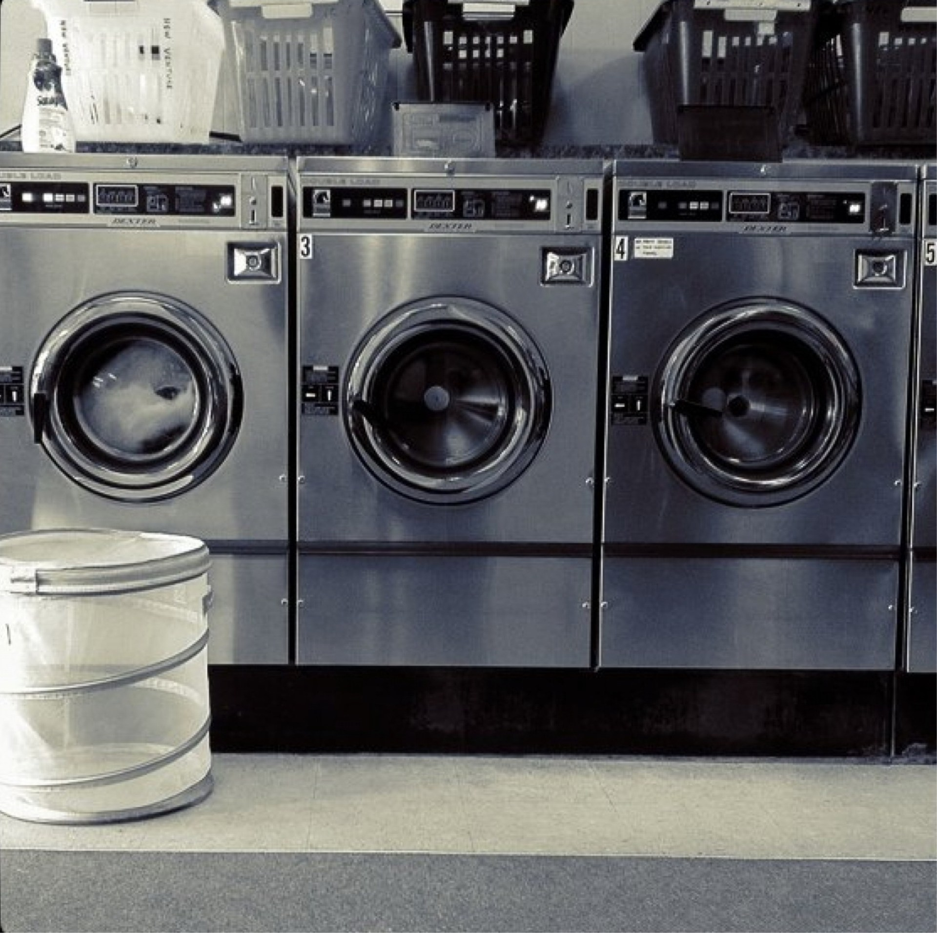 Pračky a prádelní koše