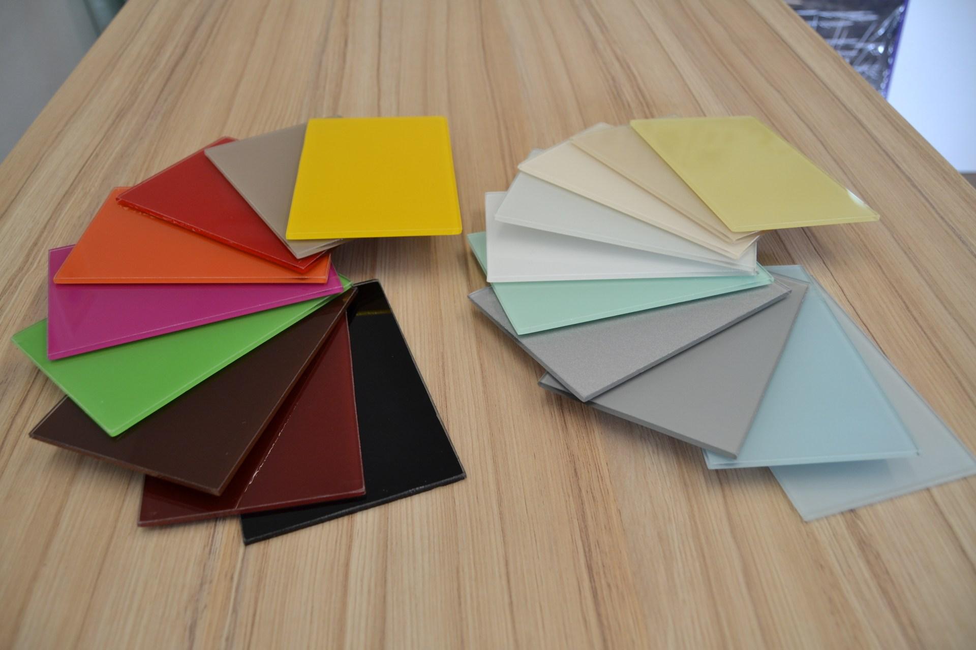Skleněné barvené čtverce