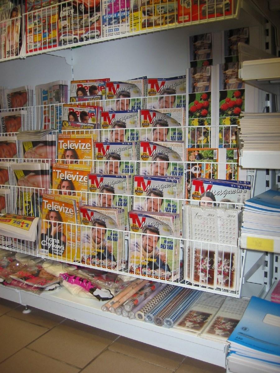 Knihy, časopisy, tabák