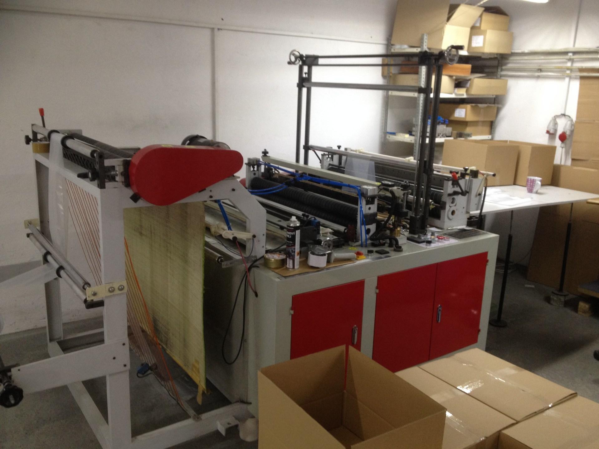 Stroj na výrobu obalů