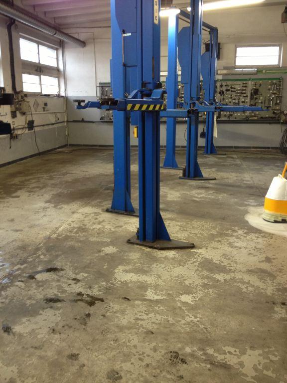 Ukázka naší práce: Oprava betonové podlahy v servisu Ostrava-Dubina před rekonstrukcí,Tekel, s.r.o.