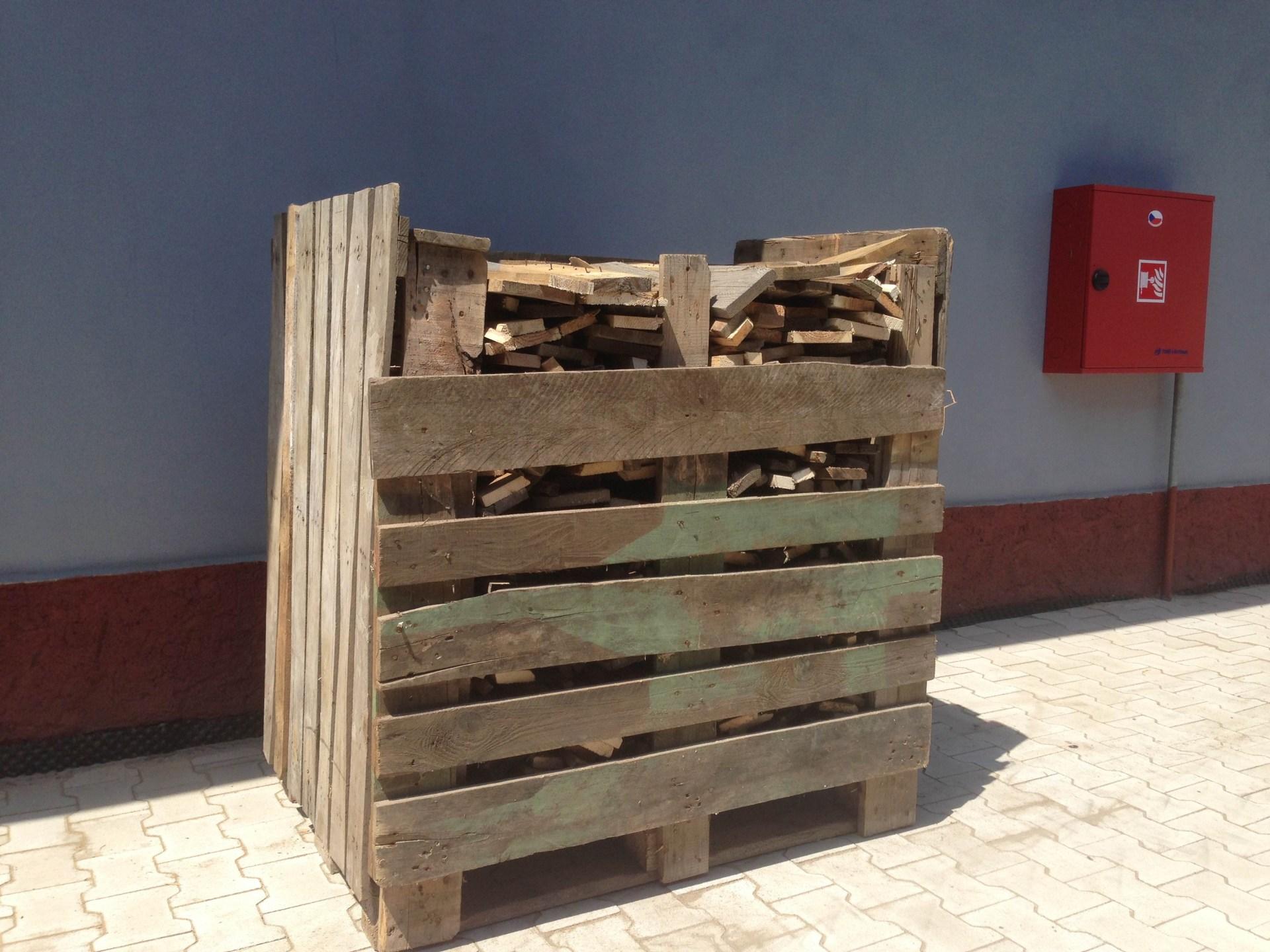 palivové dřevo ze starých palet