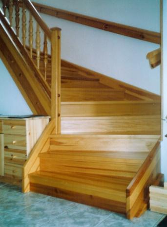 Vlastimil Štrunc | Truhlářství | dřevěná schodiště