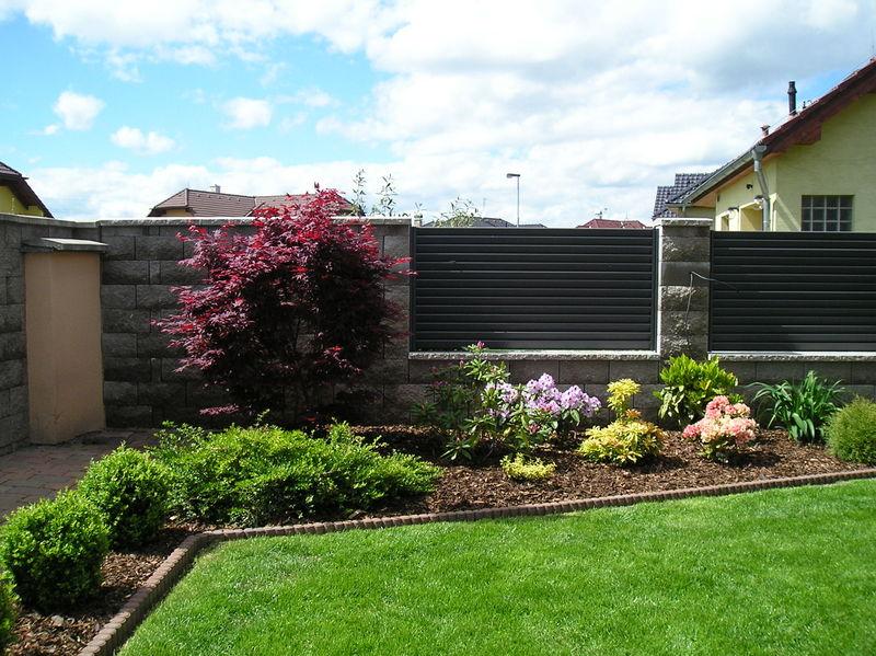 Nově založený trávník u realizované zahrady
